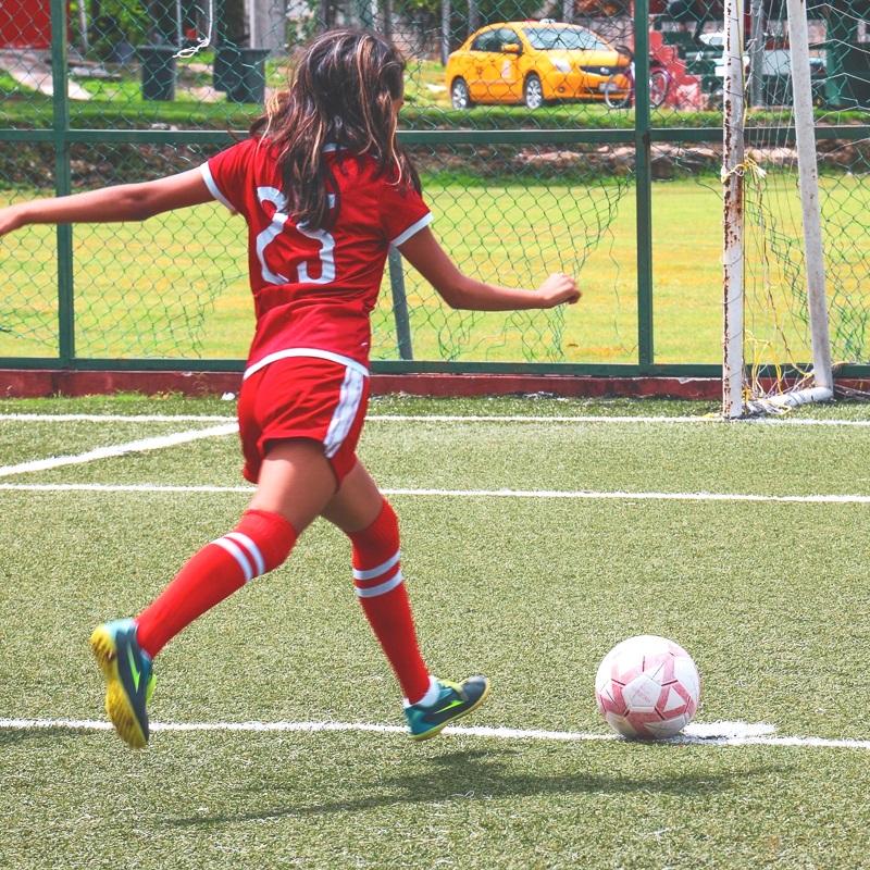 JUGADORAS - Fórmate como futbolista y como líder.
