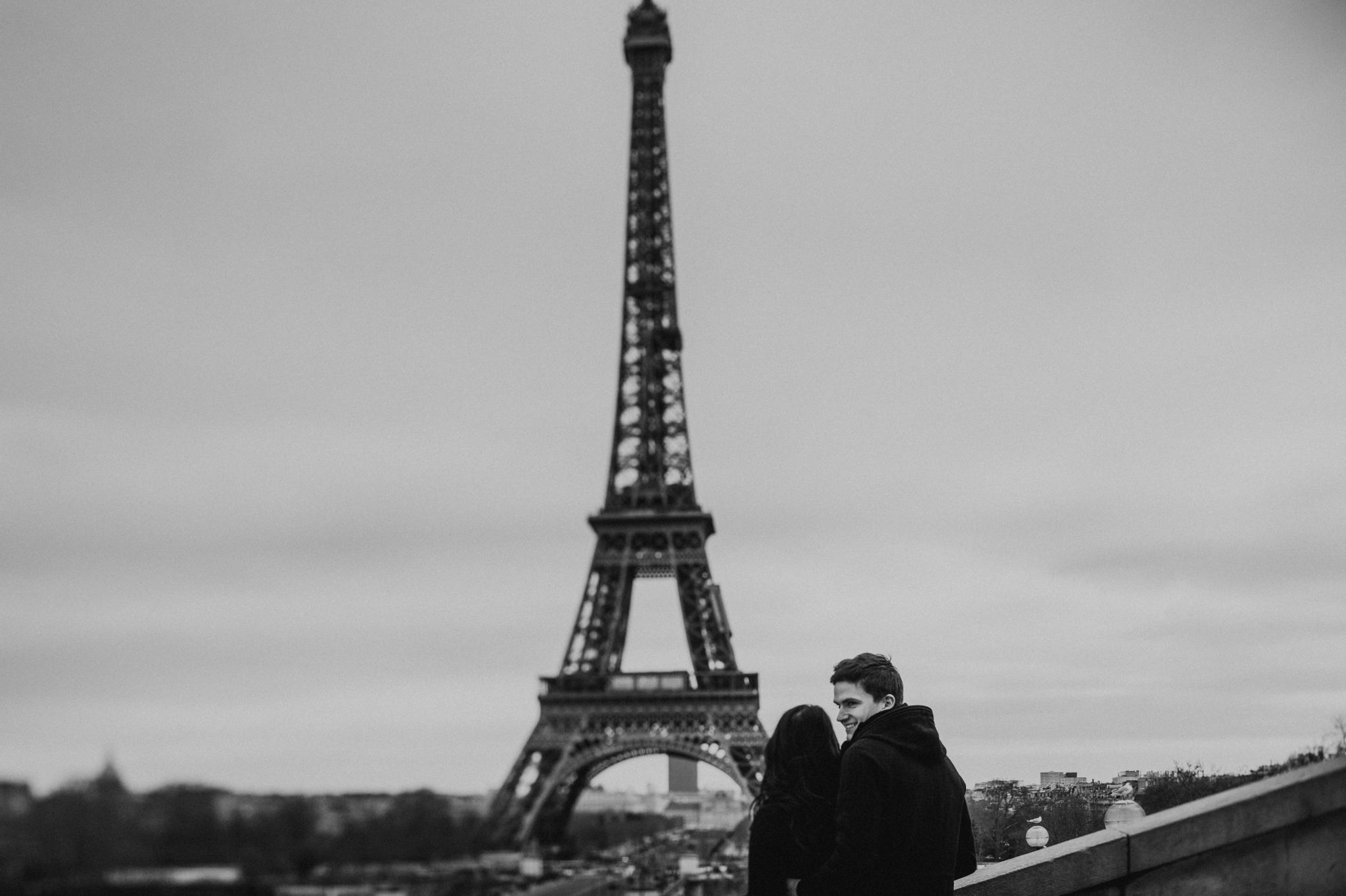 eiffel-tower-engagement-shoot.jpg