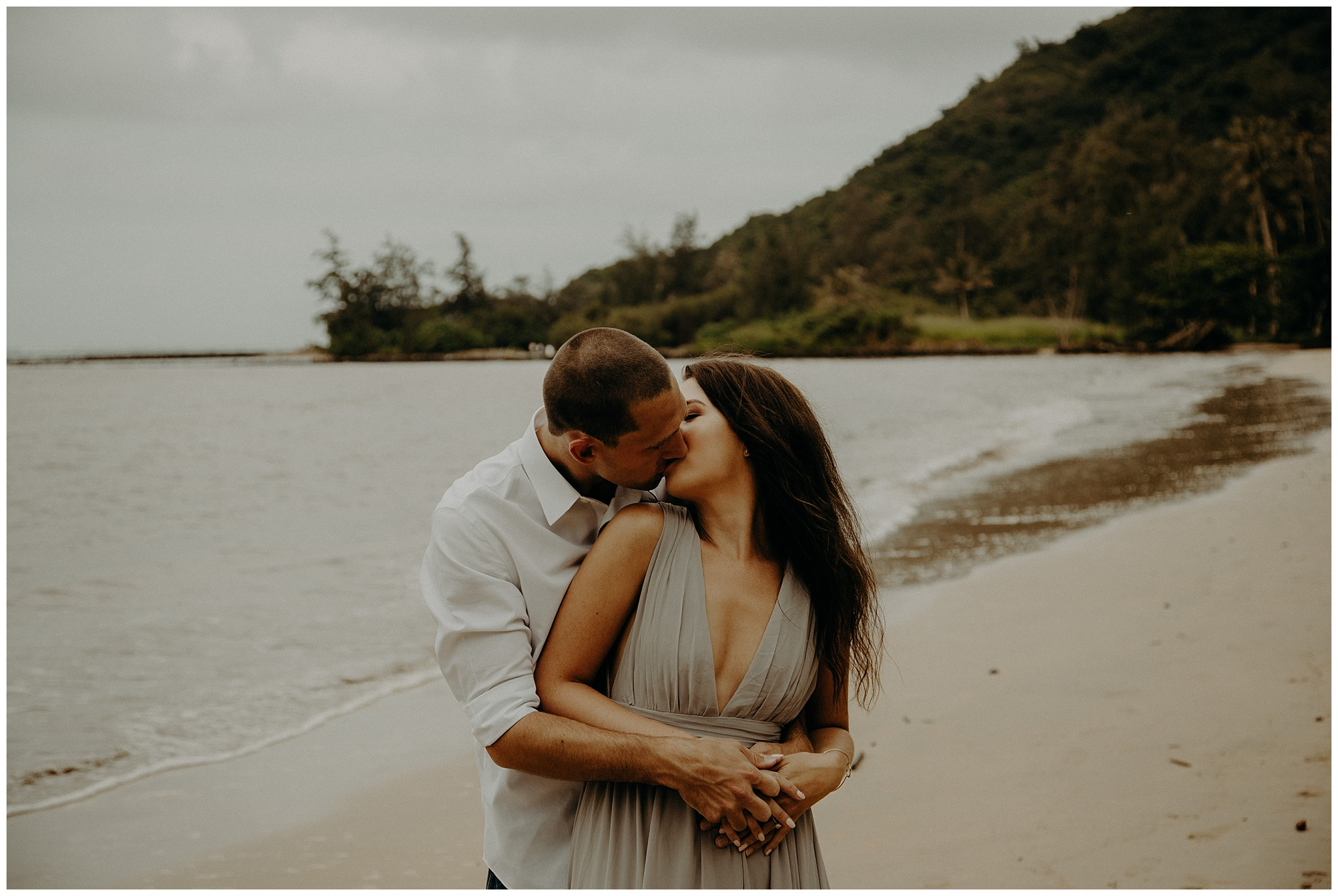 kahana-bay-engagement-photos3.jpg
