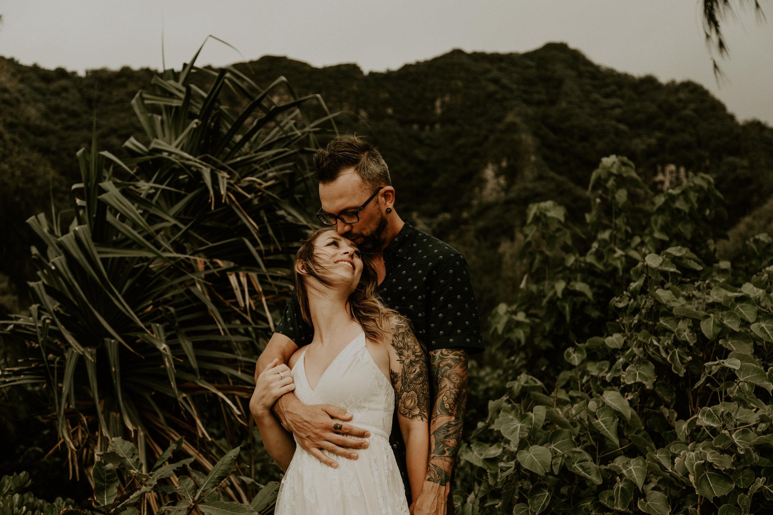 Oahu elopement photographer