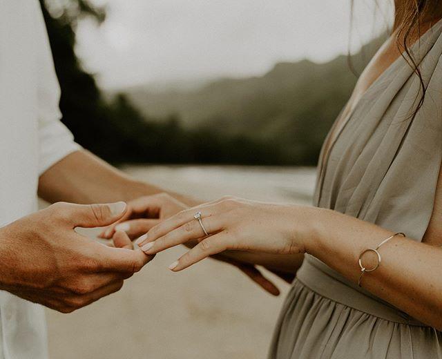 Little touches with big feeling ♥️ . . . . . #junebugweddings #bohobride  #weddingchicks #luckywelivehawaii #heyheyhellomay #muchlove_ig #hawaiiweddingphotographer #mauielopementphotographer #oahuweddingphotographer  #northshoreweddingphotographer #mauiweddingphotographer #kauaiweddingphotographer #hawaiielopementphotographer #oahuelopementphotographer #DestinationWeddingPhotographer #WedHawaii #Hawaii #HawaiiWedding #HawaiiBride #HawaiiWeddingStyle #northshoreelopementphotographer #hanaelopementphotographer #kauaielopementphotographer #hawaiiweddingphotography #hawaiiphotographer  #oahuphotographer #mauiphotographer #molokaielopement