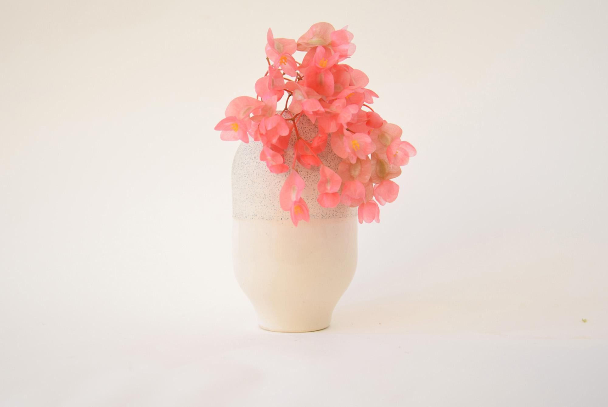 smallvase-speckledwhite-withbegonia-studiokryszewski.jpg