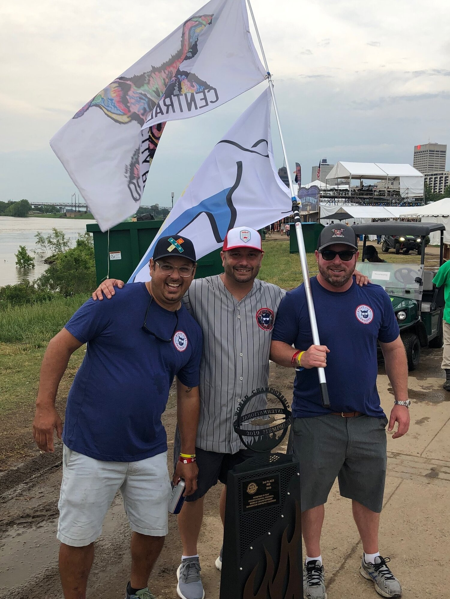 Winner Pitmaster James Cruse for Top 3 in Ribs at the BBQ World Championship in 2019 -Memphis in May with Aaron Burgau & Marc Bonifacic.
