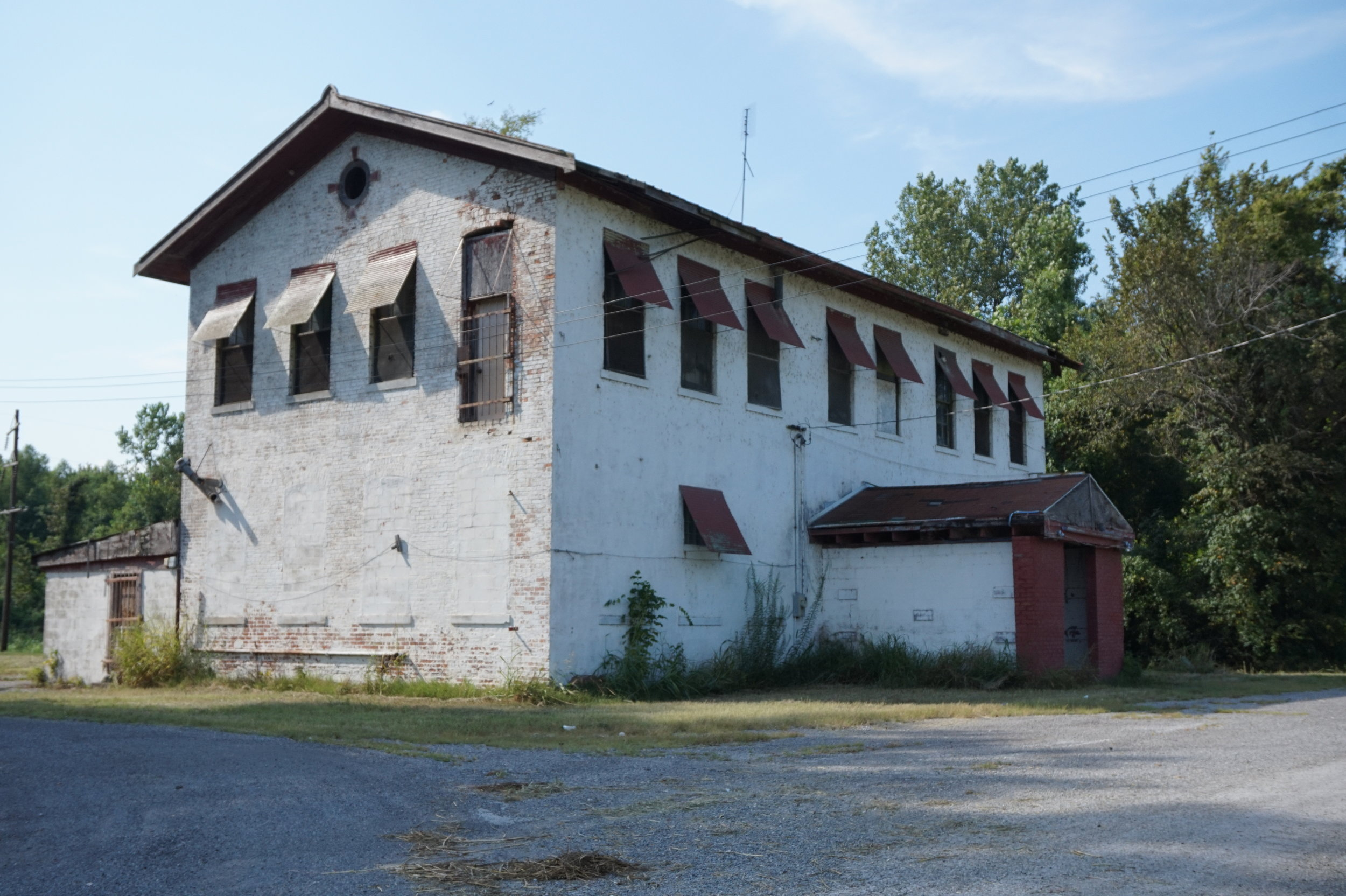Abandoned tavern; this is the building that appears in most online references to Future City.