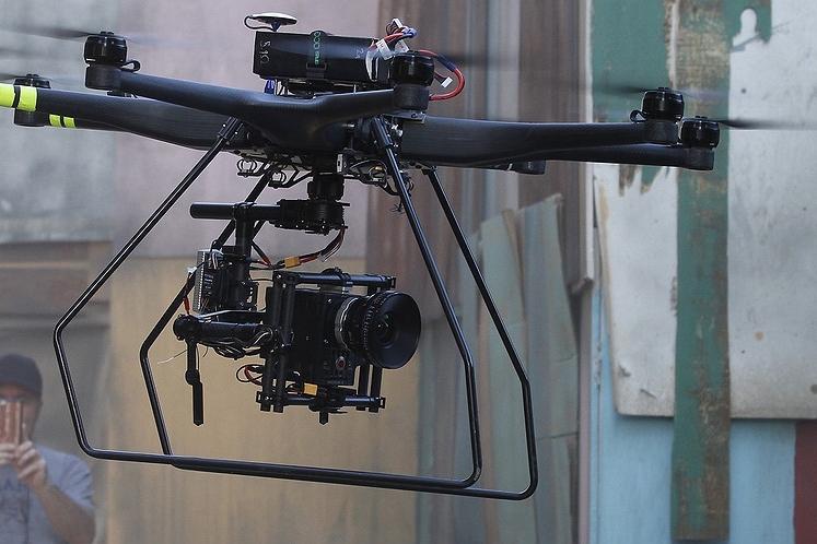 drones-safety-7d2e8132.jpg.885x498_q90_box-540,130,3000,1515_crop_detail.jpg