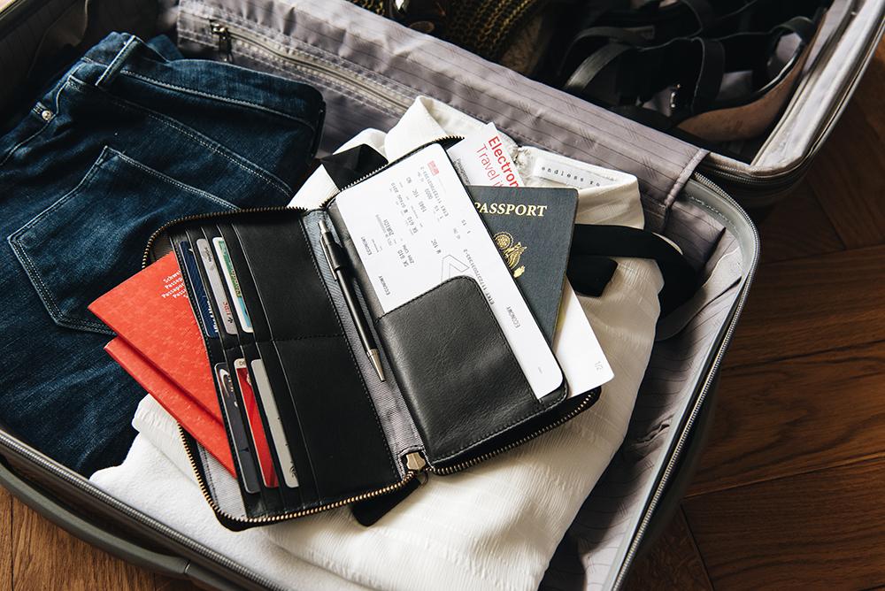 LOST & FOUND_Travel Wallet_Black.jpg
