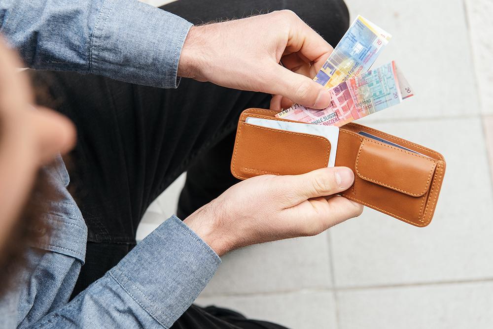 LOST & FOUND_Slim Bifold wallet Caramel.jpg