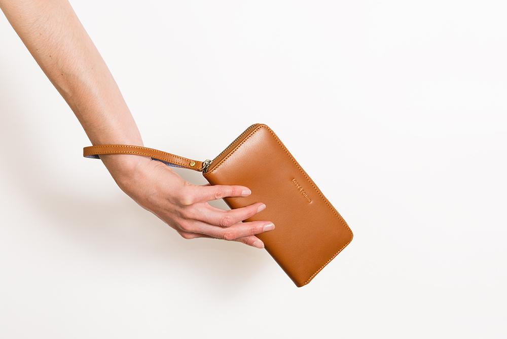 LOST & FOUND_Zip Wallet Big_Caramel.jpg