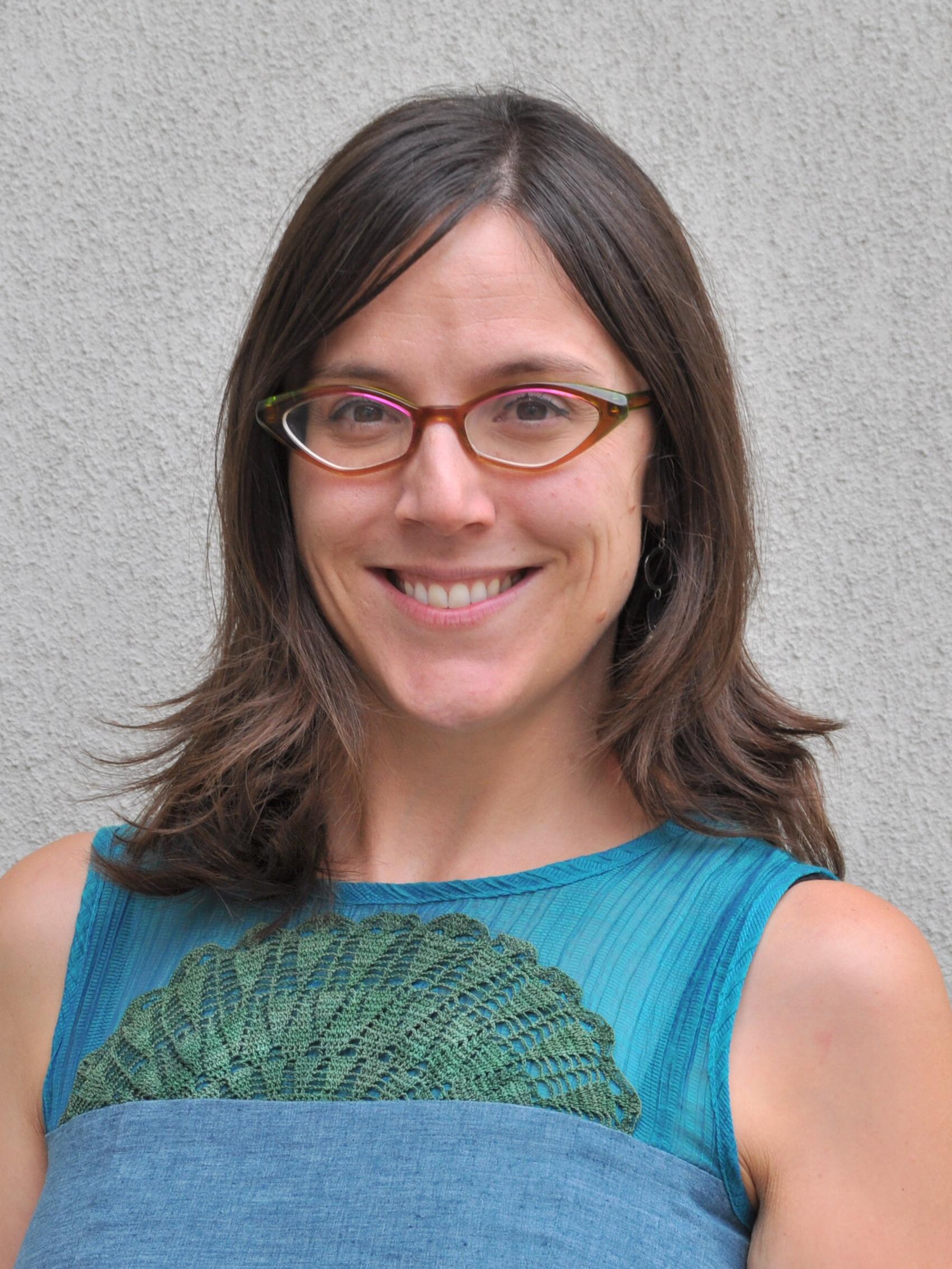 Sophie Th   é   riault Associate Professor, Centre for Environmental Law and Global Sustainability Faculty of Law (Civil Law), University of Ottawa   Sophie Thériault est avocate et professeure agrégée à la Faculté de droit, Section de droit civil, de l'Université d'Ottawa. La professeure Thériault détient un doctorat en droit de l'Université Laval, pour lequel elle a obtenu une bourse de la Fondation Trudeau. Elle a été clerc auprès de l'Honorable juge LeBel à la Cour suprême du Canada. Ses travaux de recherche portent principalement sur les rapports entre les droits territoriaux des peuples autochtones et la sécurité alimentaire, sur l'obligation de consulter les peuples autochtones, en particulier dans le contexte de l'extraction des ressources naturelles, sur la justice environnementale et postcoloniale, ainsi que sur les liens entre la dégradation de l'environnement et les droits fondamentaux de la personne. Ses principaux champs d'enseignement sont le droit des peuples autochtones, le droit de l'environnement et le droit constitution