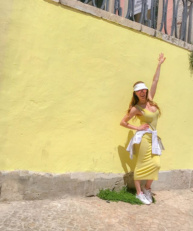 Shine Bright  ✨ #sparkleandshine #lightenandbrighten #groundedgold . . . #shine #radiate #sunshine #glow #joy #energy #yellow #lemon #natural #mindset #portugal #travel #thankful #connection #intention #lifestyle #health #healthy #science #mentalwellness #mindbodygreen #mindbodysoul #wellness