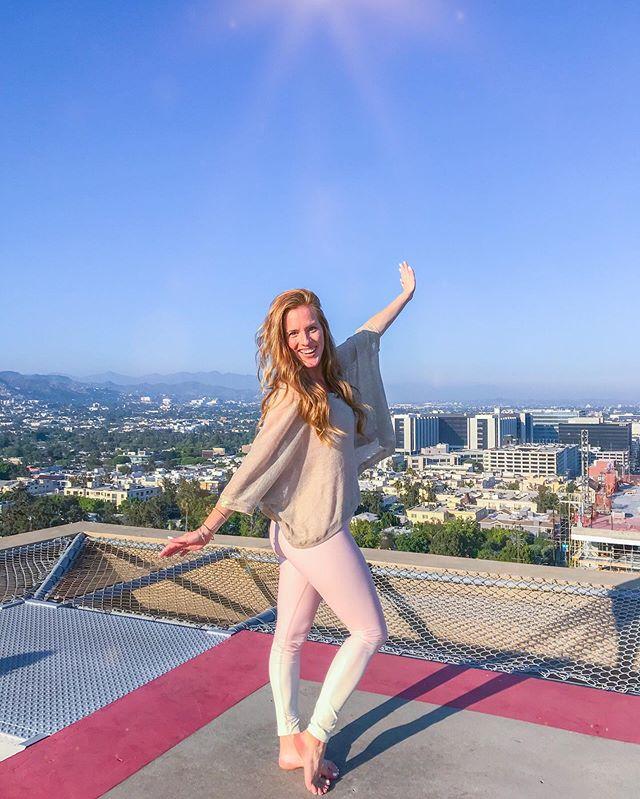 I'm Here LA   ✨ #sparkleandshine #lightenandbrighten #groundedgold . . . . . . #la #cali #yoga #mindset #thankful #fbf #collab #summer #energy #health #healthy #positivevibes #holisticpsychology #science #psychology #iamwellandgood #mindbodygreen #mindbodysoul #wellness