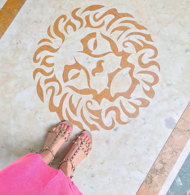 Leo Season  ✨ #sparkleandshine #lightenandbrighten #groundedgold . . . . . . #leo #leoseason #summer #selflove #selfcare #reflection #growth #learning #thankful #energy #health #healthy #positivevibes #holisticpsychology #science #psychology #iamwellandgood #mindbodygreen #mindbodysoul #wellness