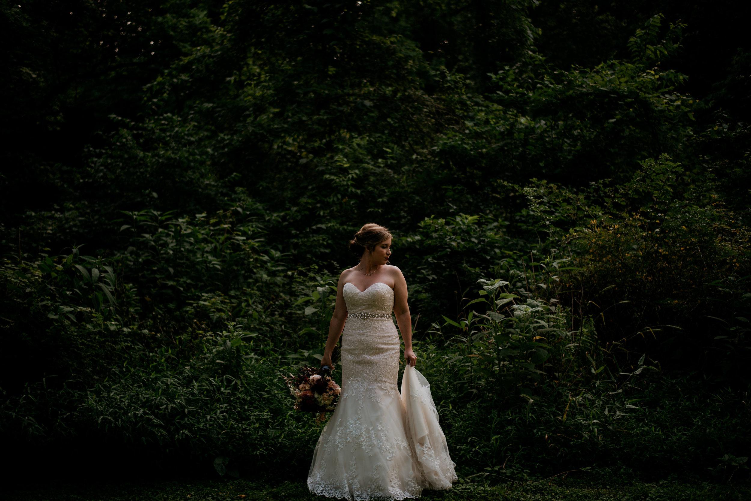 Lyndi.mabry.bridal.2017.TheStirewalts-13.jpg