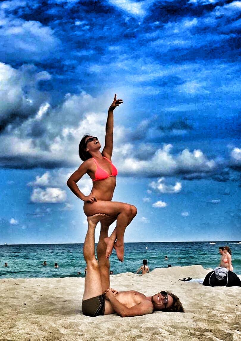 AcroYoga in the Beach 5