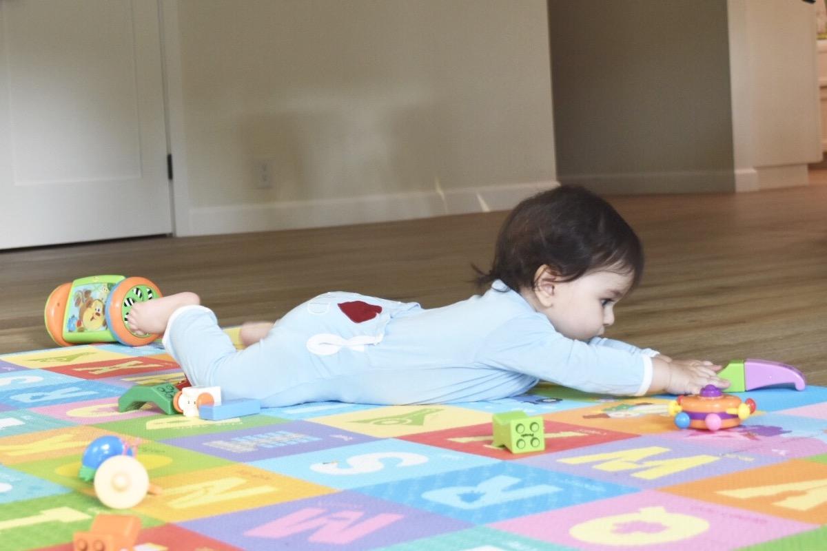 sensory-play-for-babies-infant-sensory-play-006.jpg