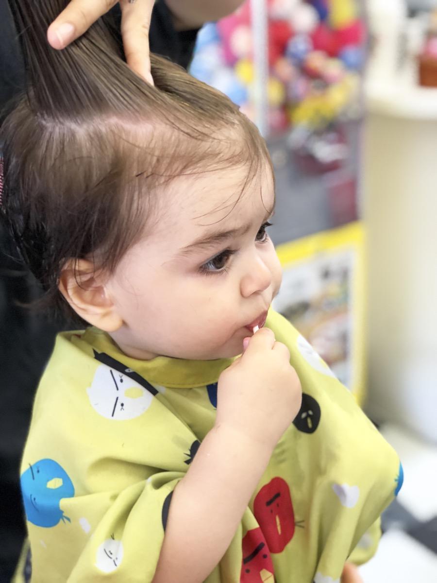 yellow-balloon-baby-haircut03.jpg