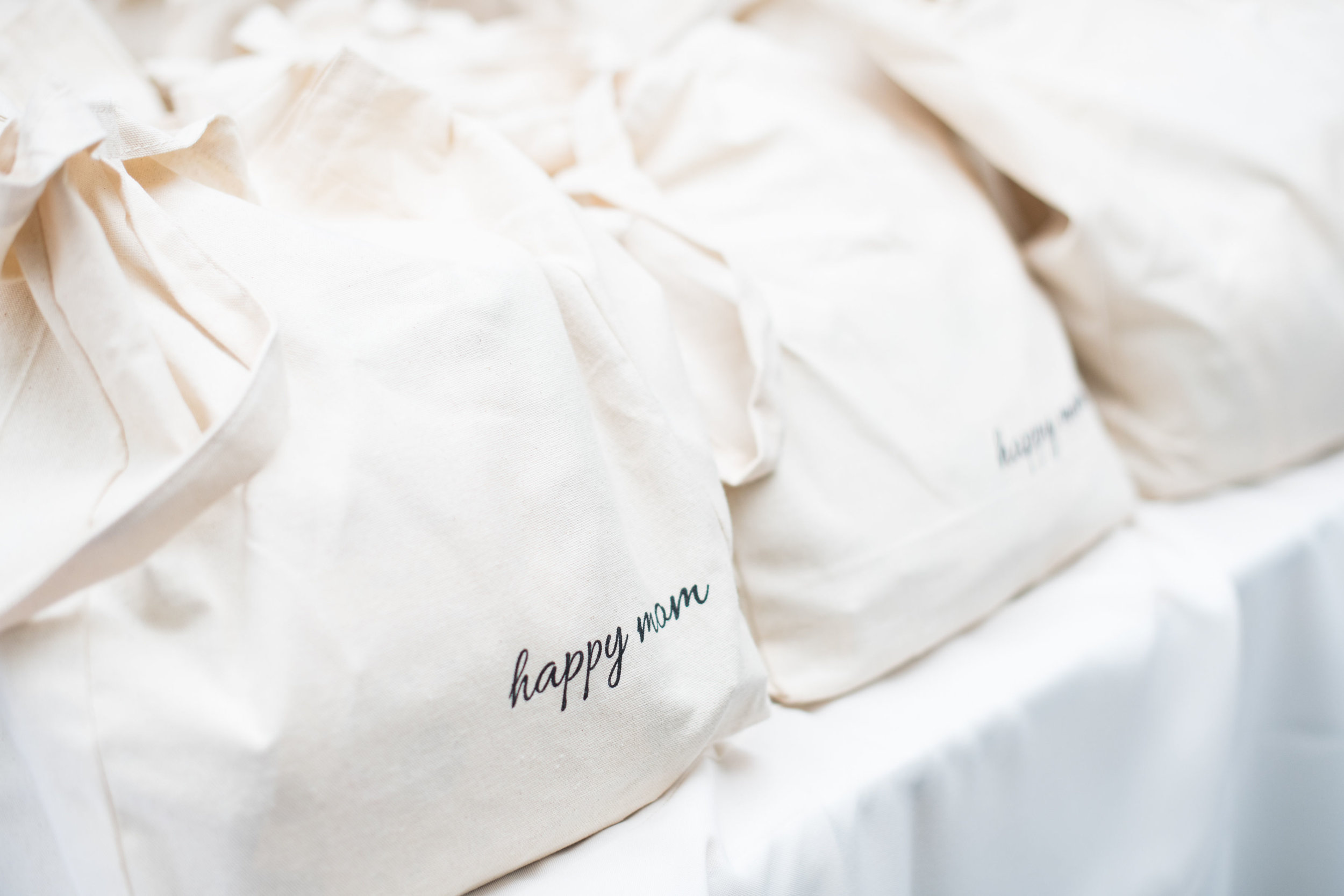 """Happy Mom"" Tote Bags"