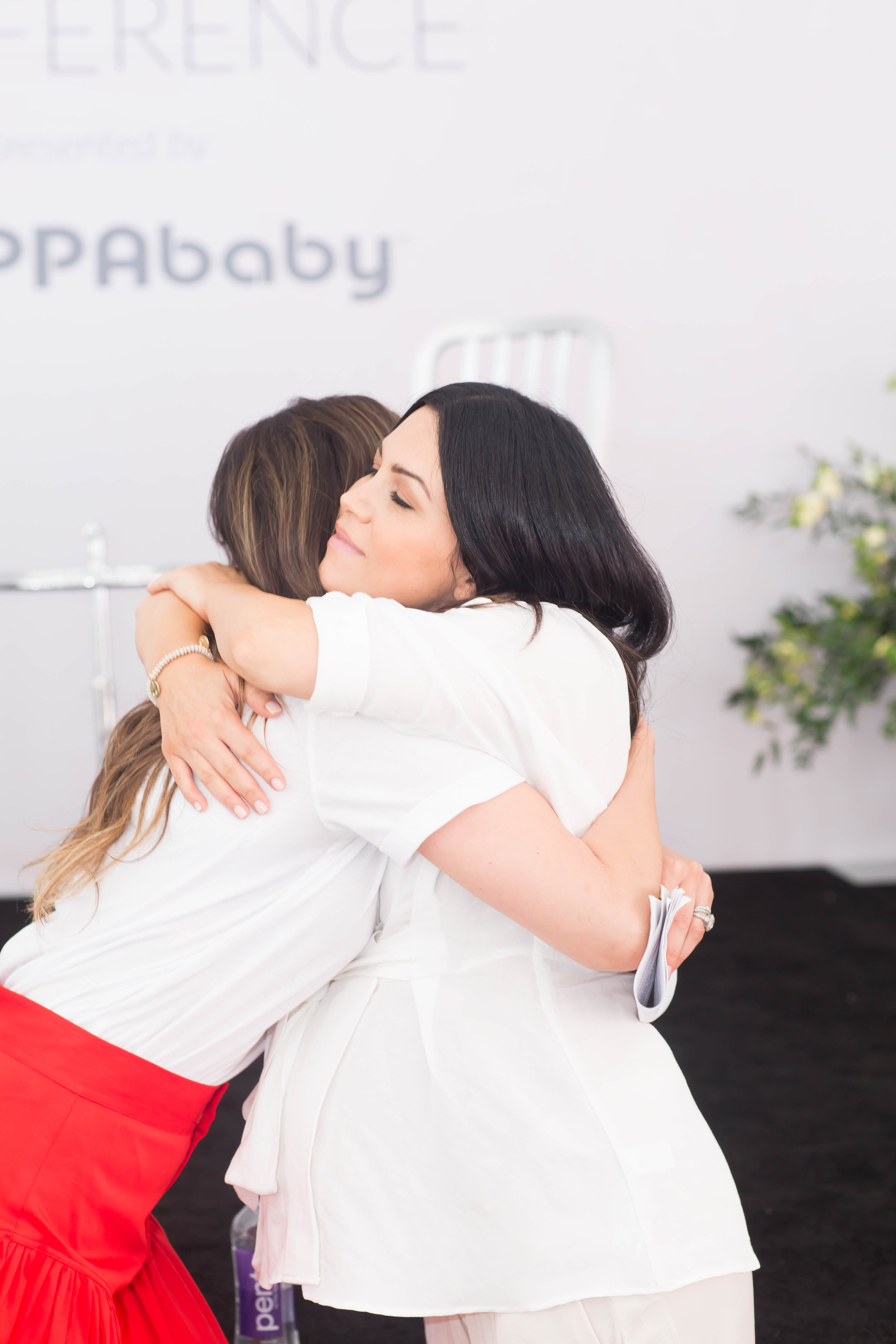 Ali Landry and El Abad hugging at Happy Mom Conference 2019