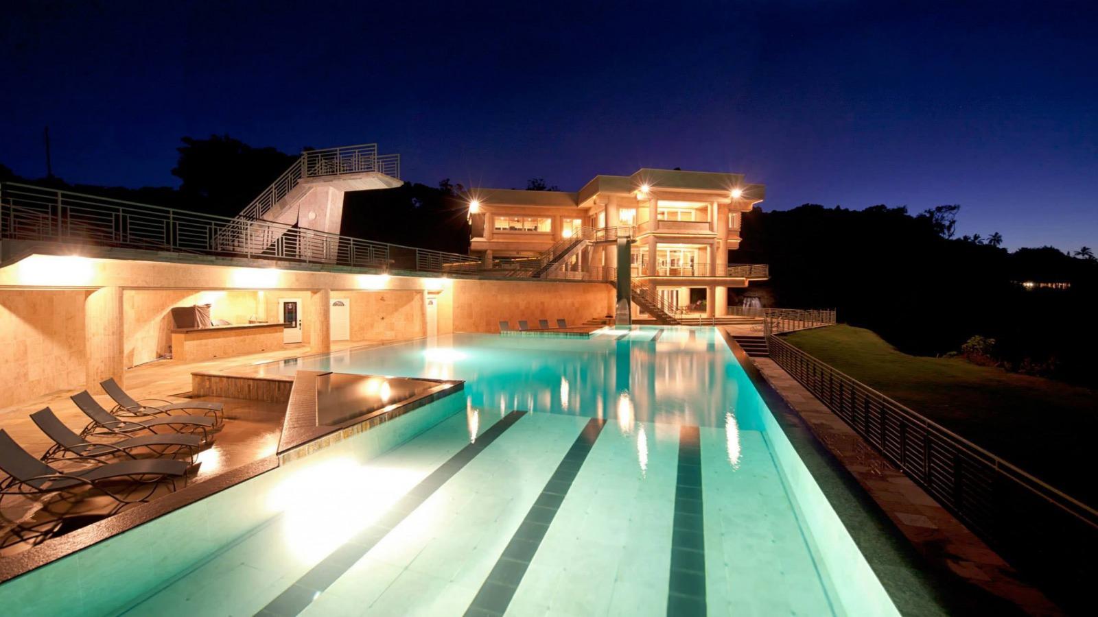 noch-villa-basseyn-exterior.jpg