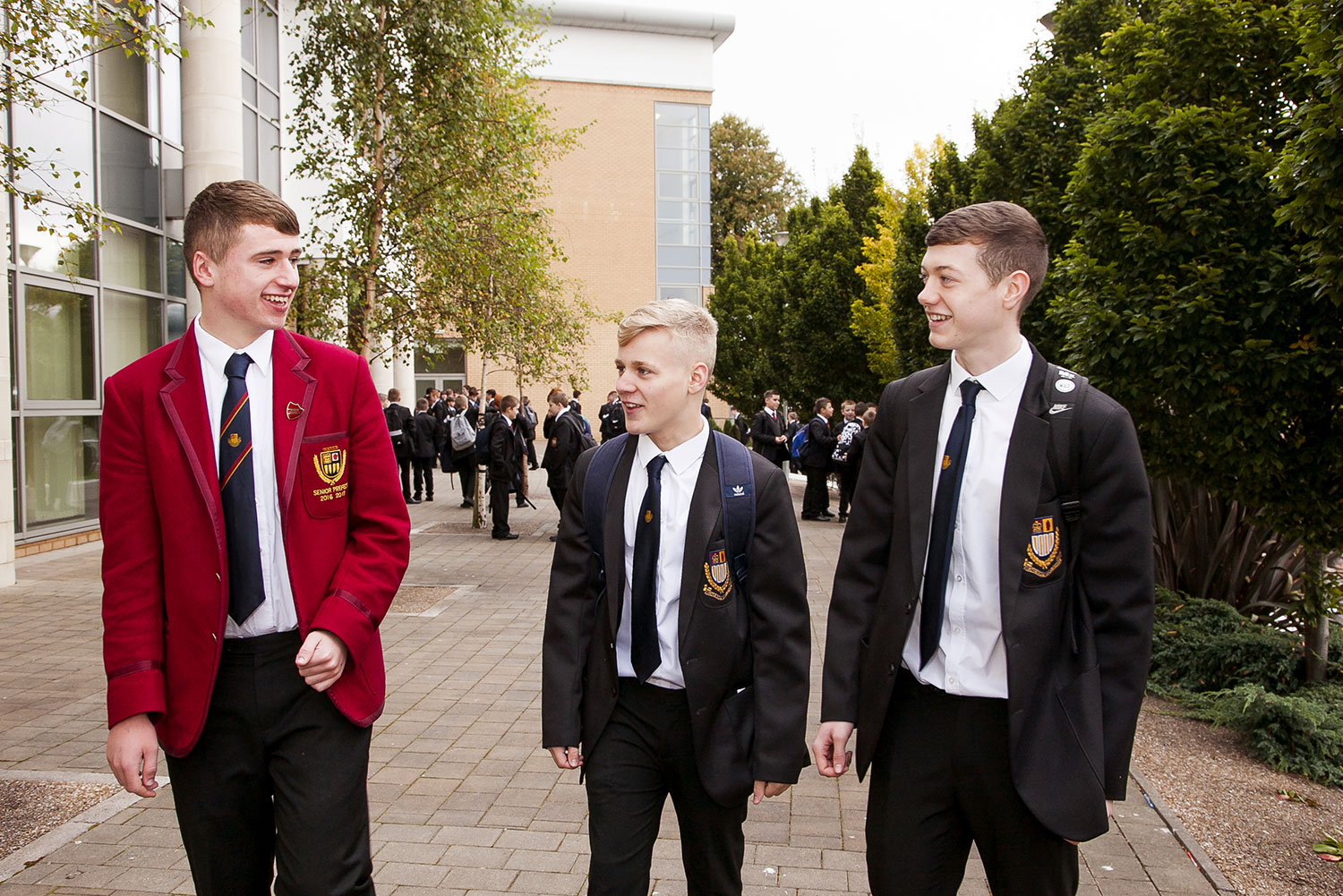 Happy-Pupils-Outside-1264.jpg