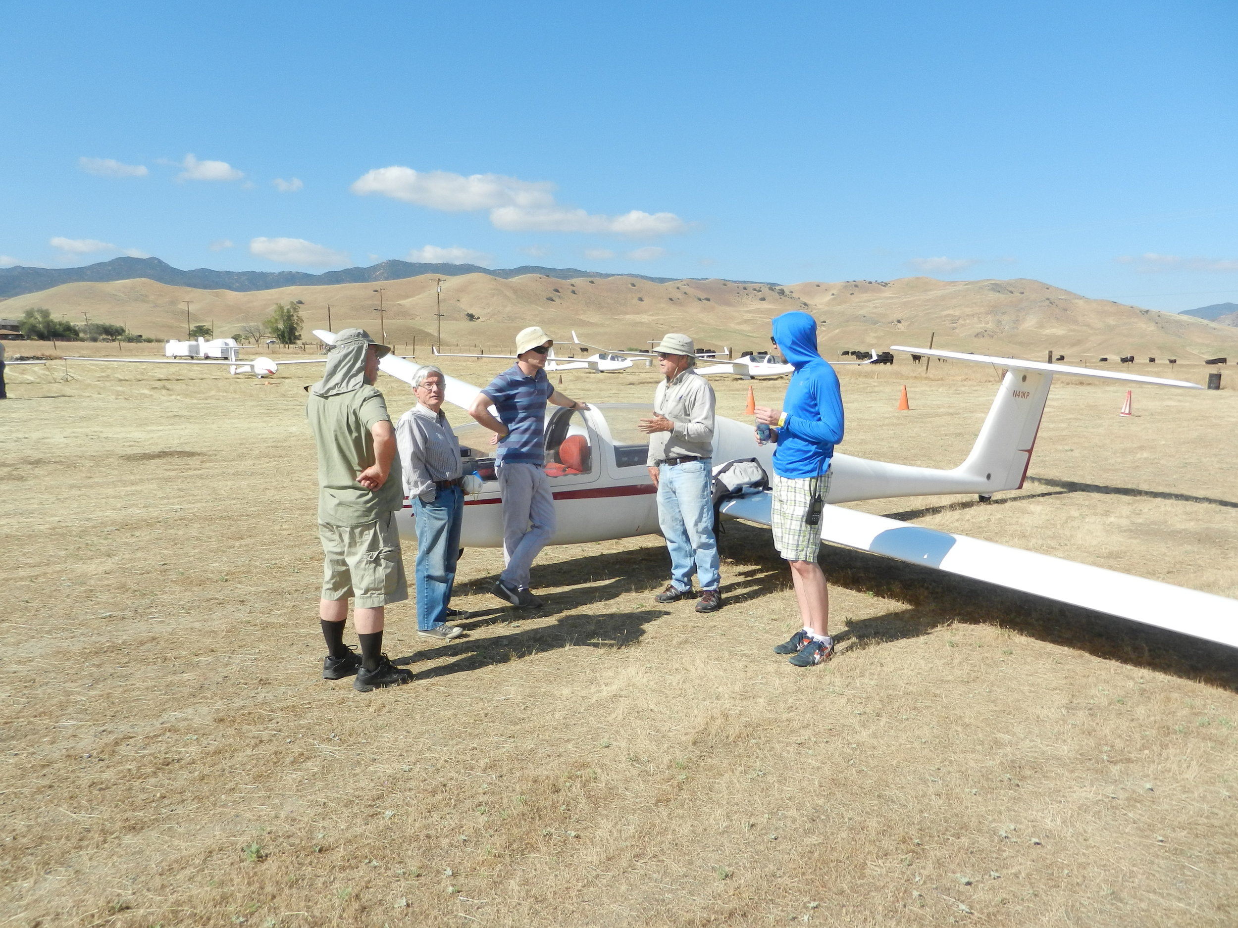 Buzz Graves gives ground instruction prior to area checkout flights for the newbies. Note the clouds in the background just begging them over.