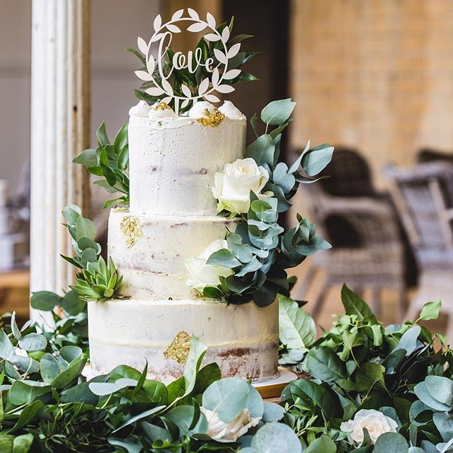 Thought it was about time for some cake on my feed! Here's an example of @hannahculleyscakes incredible talent! 😍🍰 ________________________ . . . . . . . . . . . . .  #somersetweddingphotographer #weddingphotographer #bridetobe #weddingportrait #brideandgroom #bridalbouquet #justmarried #makemoments #portraits_ig #photobugcommunity #theknot #wedphotoinspiration #weddingvenuesomerset #devonweddingphotographer #weddingvenue #tietheknot #availablelight #weddingcake #caketopper