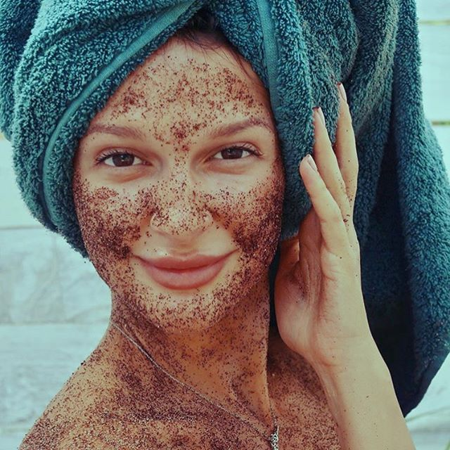 Do you reuse your coffee grounds? They make for an amazing Anti-oxidant skin scrub! Just add a little coconut oil and exfoliate into your skin! ☕️ #BlueIslandCoffee #CoffeeScrub
