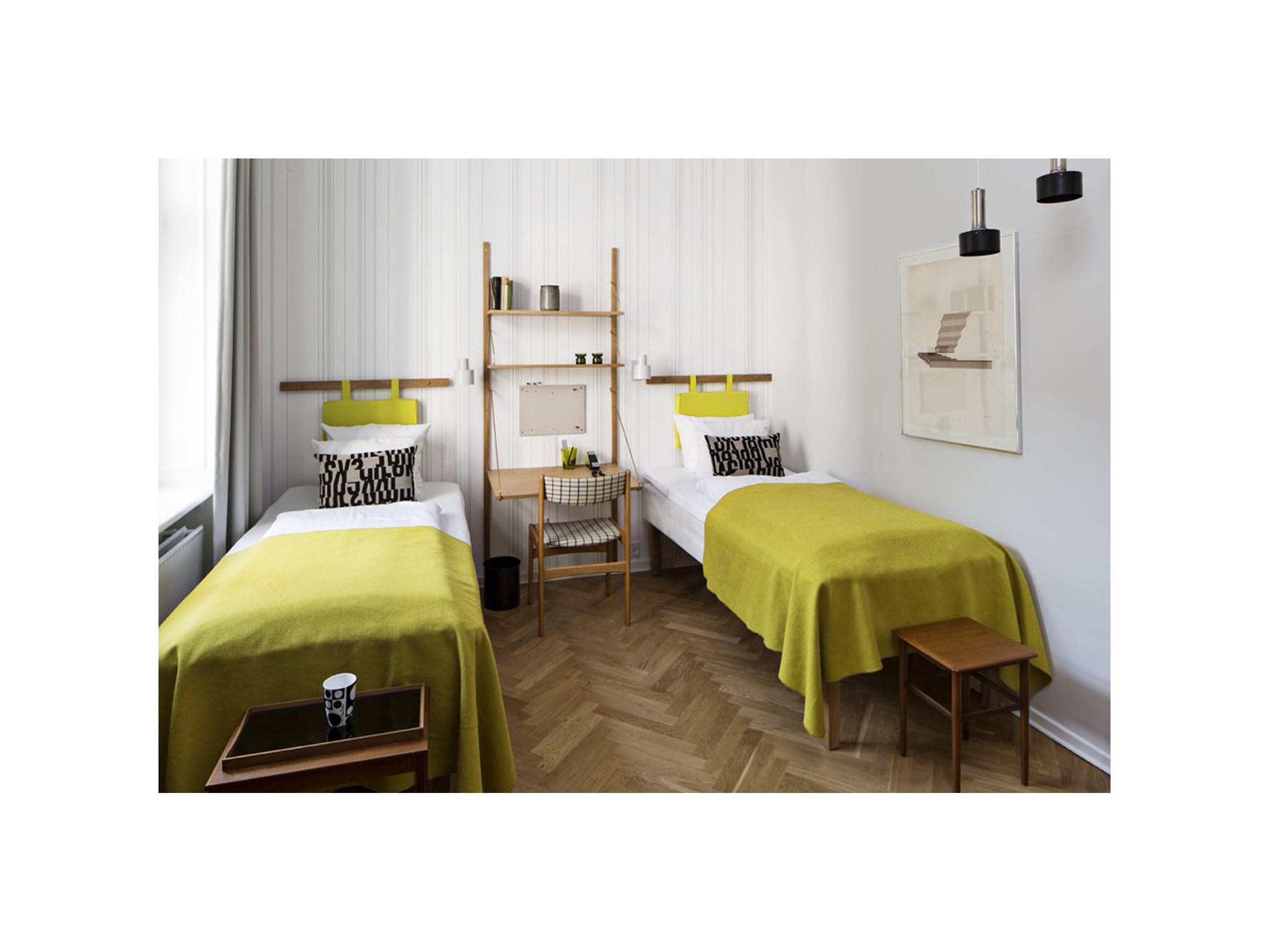 retro-twin-room-60s.jpg