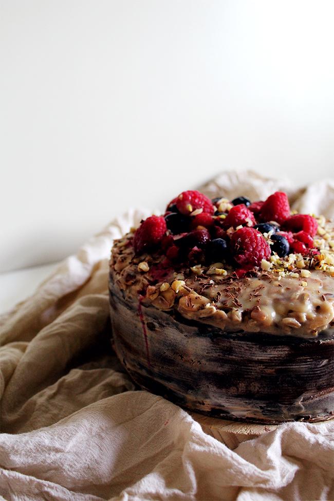 chocolate, berries and white chocolate nougat cake (sugar free)