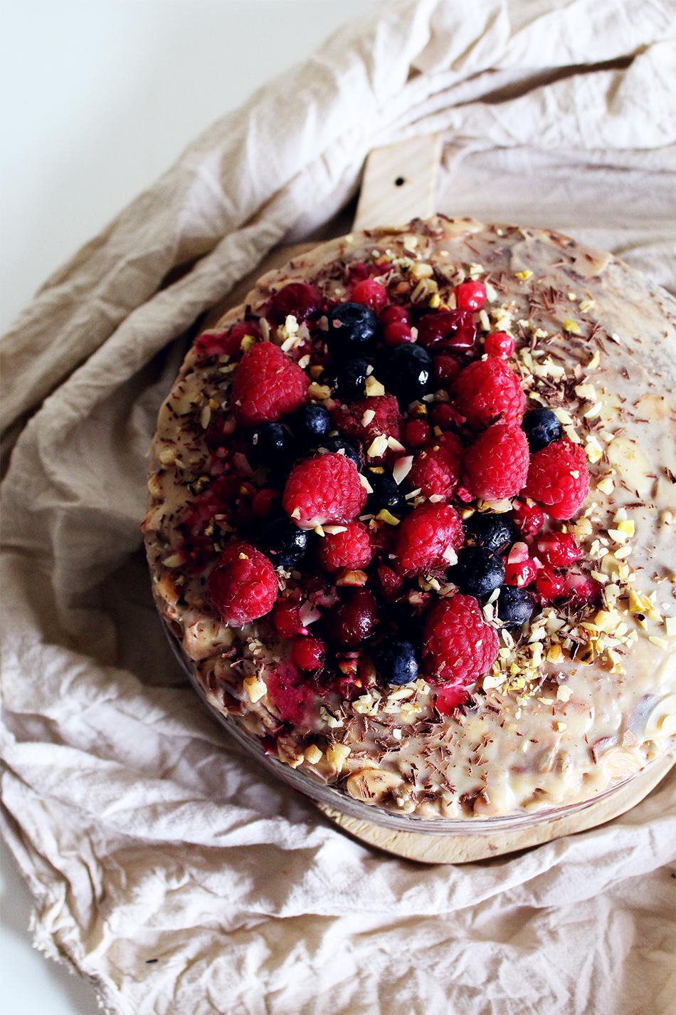 Chocolate, berries, white chocolate nougat sugar-free cake
