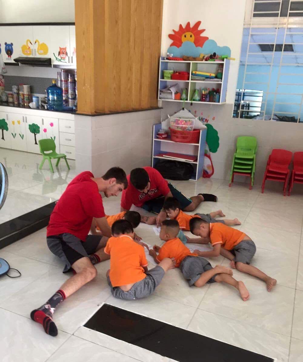 Volunteers in Vietnam teaching children