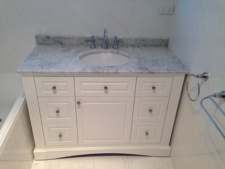 Main+Bathroom+Vanity.JPG