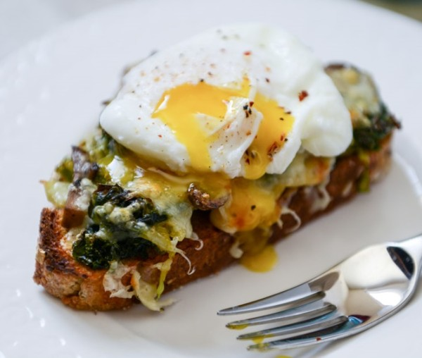 Toast with poached eggs, vegetables, cheese (Source: howsweeteats )
