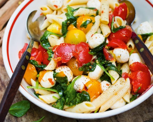Pasta dish with tomatoes, vegetables, cheese (Source: paulaner )
