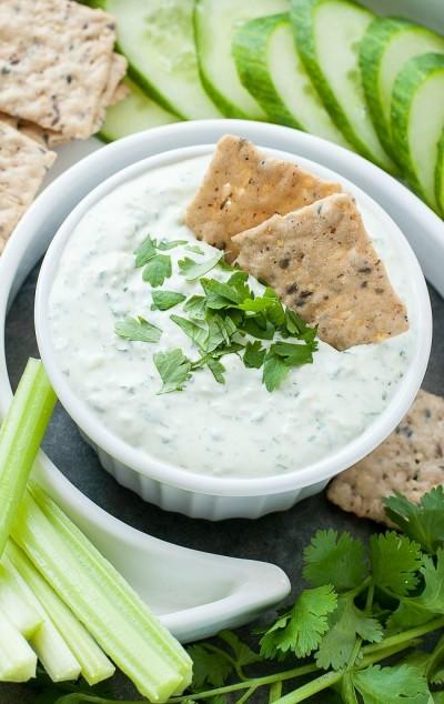 Cilantro cucumber dip with greek yoghurt (Source:  peasandcrayons )