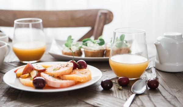 orange juice brooke-lark-96402-unsplash.jpg