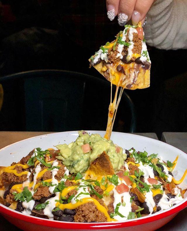 #cheesepulling nachos @frescoscantina via @fionaeats365