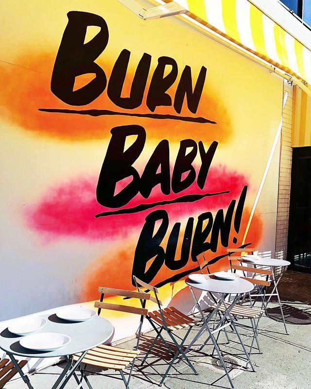 burn, baby burn. 🎤 #hungryhippie . . . 🎵: The Trammps - Disco Inferno (1977) #newyorkcity #nyc #datethiscity #westvillage #mynycscene #seethecityseethezoo #darlingweekend #flashesofdelight #iphone8plus #nycpulse #chasinglight #manhattan #newyorker #seeyourcity #iloveny #nbc4ny #photography #citylife #wander #thebigapple #newyorknewyork #newyork_instagram #newyorkstateofmind #timeoutnewyork