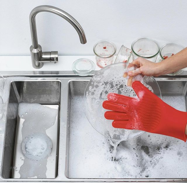 Want to make everyday cleaning tasks easier?  We'll give you a hand --literally! Our new Stay Clean Scrubber Glove is an ingenious one-size-fits-all silicone glove that protects your hands, cuts down on kitchen waste, and cleans dishes (and pretty much everything else!) better than a typical sponge. ⠀ ⠀ .⠀ .⠀ .⠀ .⠀ .⠀ #clean #cleanup #food #inthekitchen #homechef #cookinglife #scrubber #cooking #kitchenessentials #lifestyle #momlife #kitchengadgets #productdesign #kitchentools #kitchenstuff ⠀
