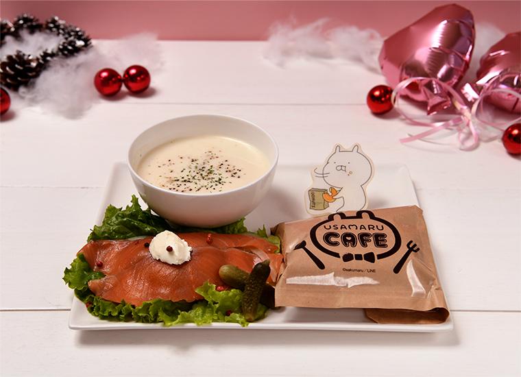 スモークサーモン・クリームチーズのドーナッツサンドwithクラムチャウダー ¥ 1,590(税抜)