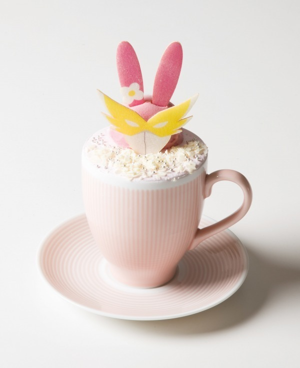 ピンク色の正義!ウサミミ仮面カップパフェ 1,190円+税