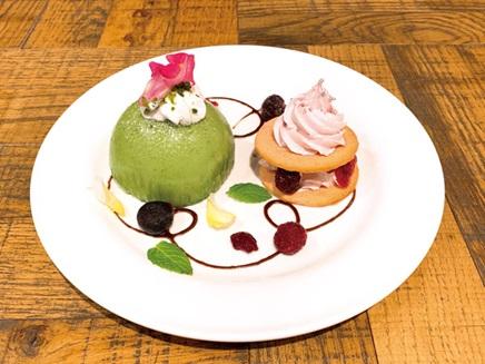 パルモン&ピヨモンのケーキプレート | Palmon & Piyomon cake plate  1,200円  Only available for part 1 (7/13 - 7/21)