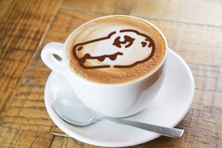 デジモンアドベンチャー20周年コラボラテ | Digimon Adventure 20th Anniversary collaboration latte  700円  2種よりお好きな絵柄をお選びいただけます。 You can choose your design out of 2 possible latte art choices.  Available for part 1 & 2 (7/13 - 7/31)