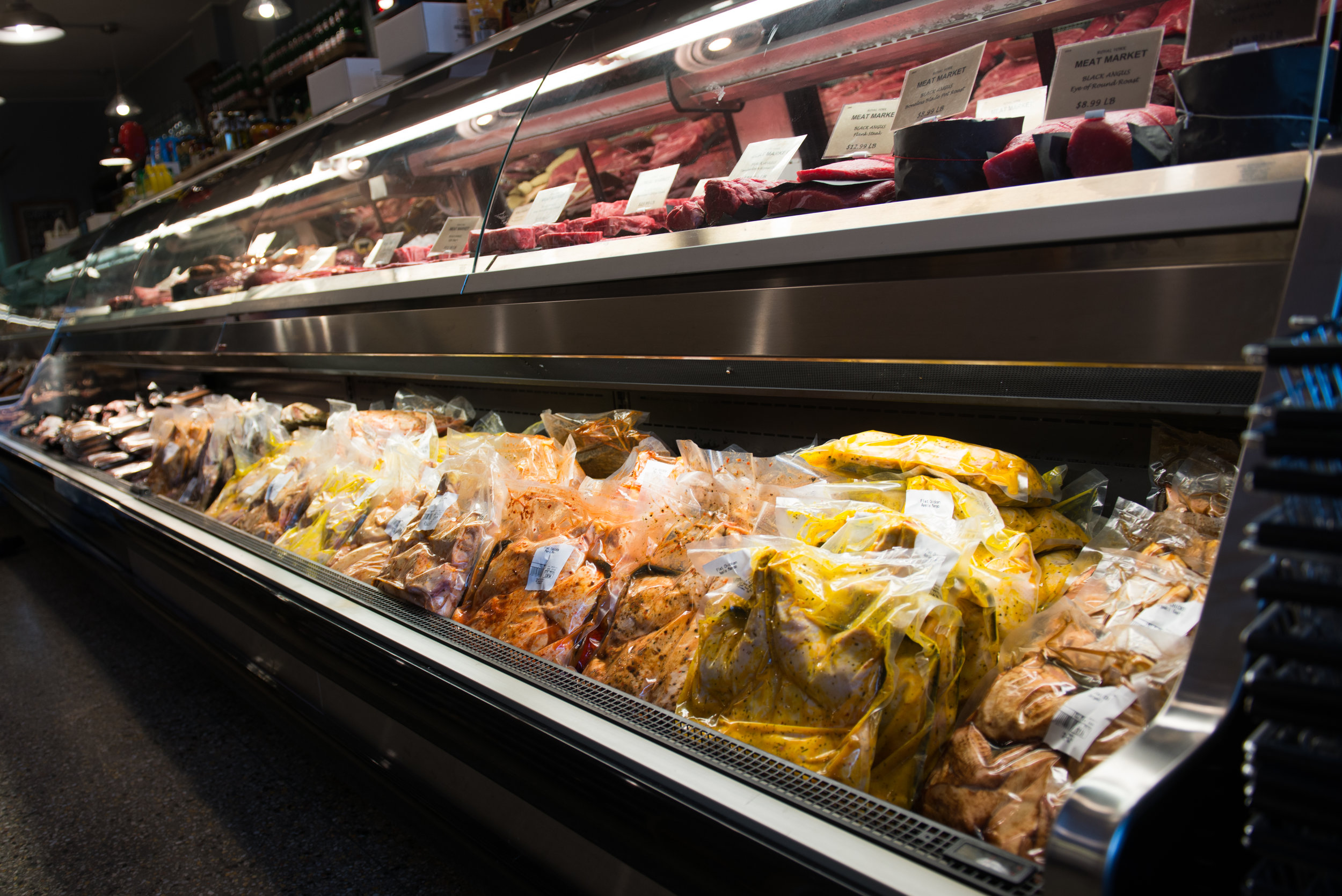 Our fresh Ontario grown chickens come in a variety of flavors. From sweet to spicy we have you covered, come try out our breast, thighs, wings, kabobs, legs and flattened chickens.
