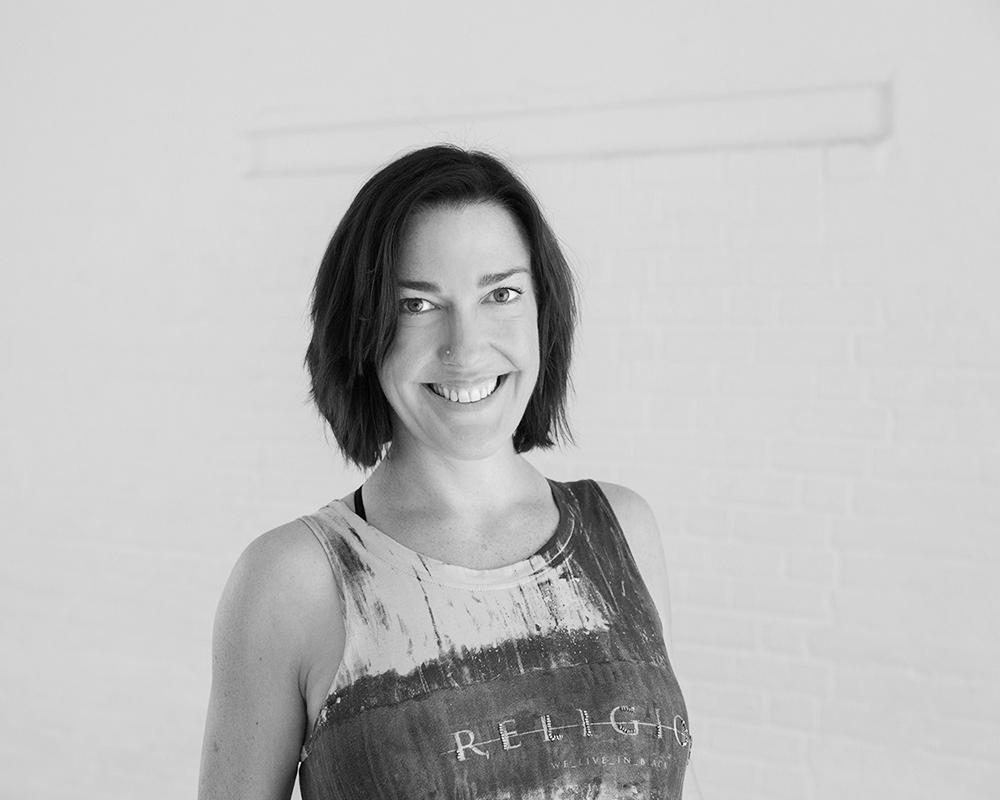 Julia Barber - Yoga (EN)Training Certifications:• One Lifestyle Two Lifetimes TT 200h• Yoganesh TT 200h• Yoga for Stress, Burnout & CFS• E-RYT 200