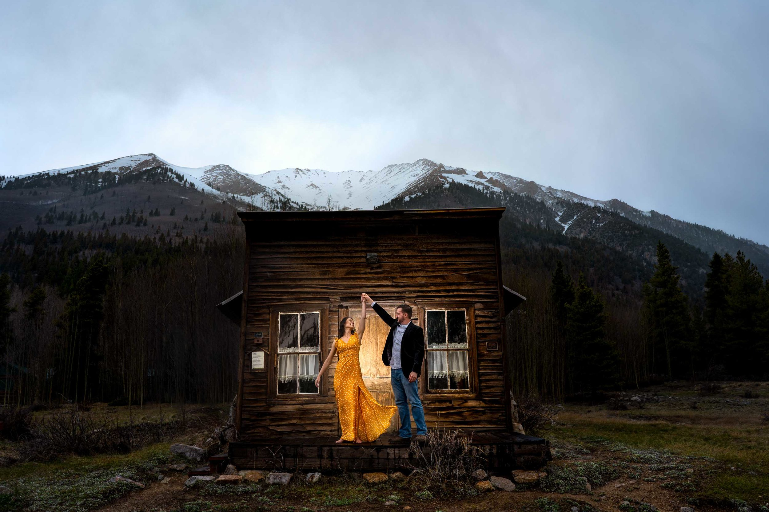 Colorado_Ghost_Town_Engagement_Session-15.jpg
