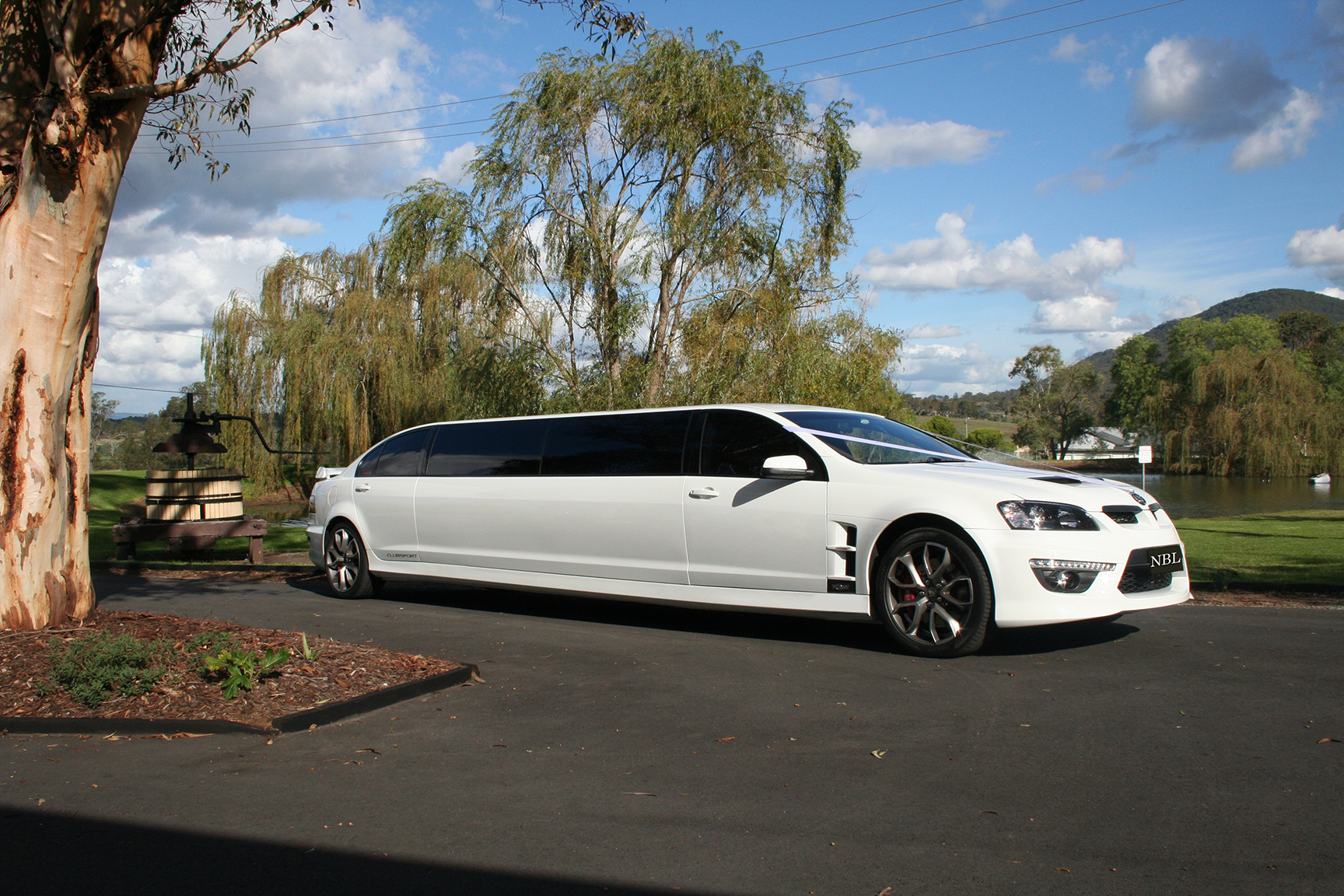 Hunter valley wedding car.jpg