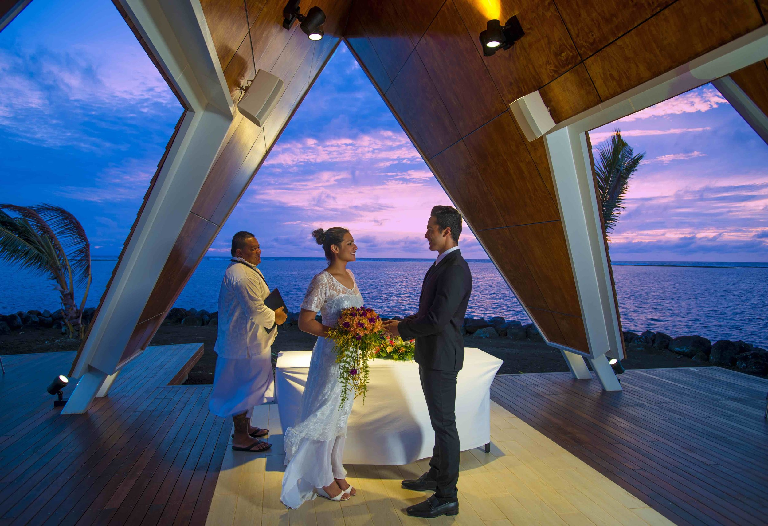 wedding_ceremony_couple_sunset_samoa_taumeasina_island.jpg