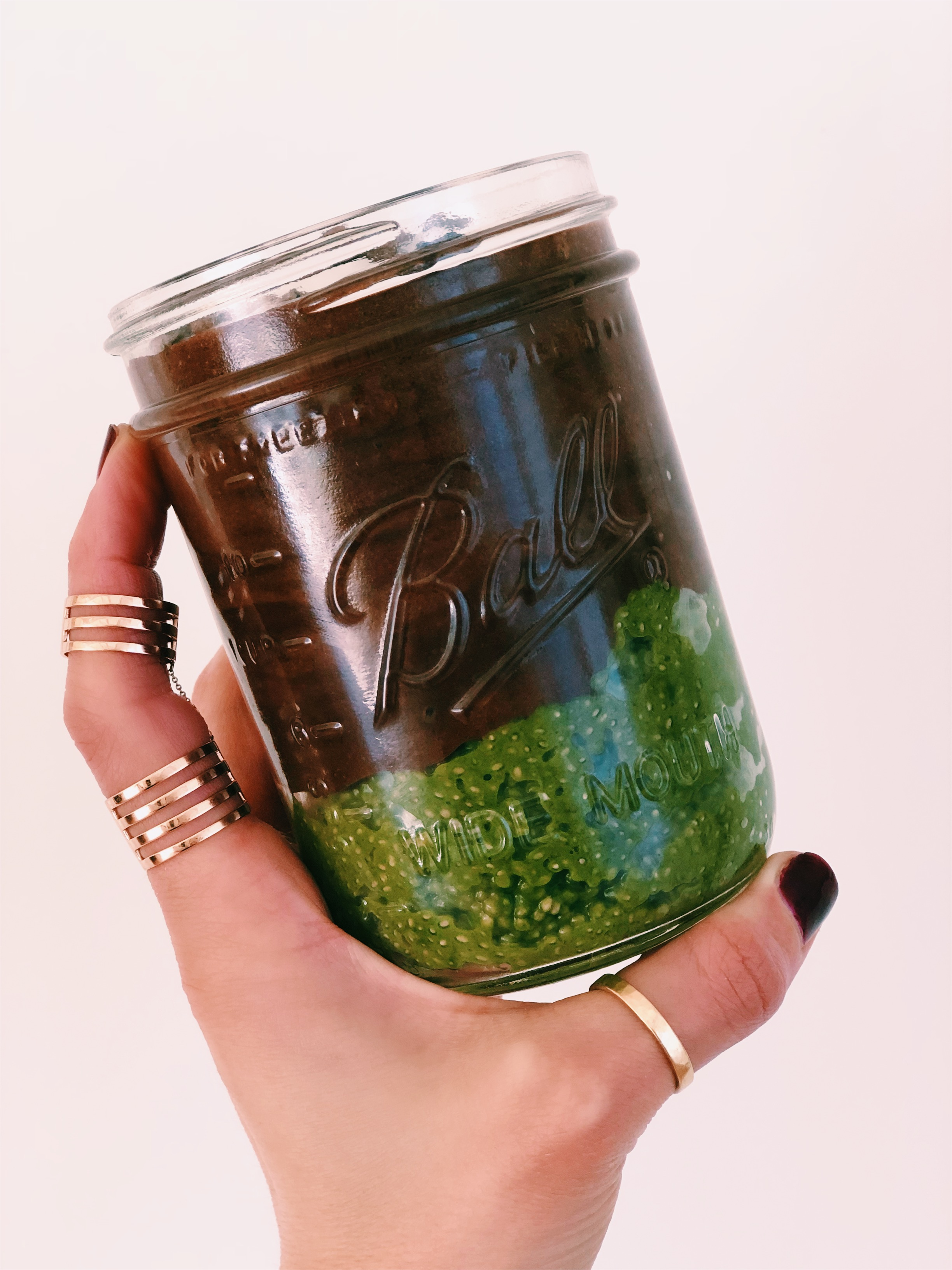 CHOCOLATE MATCHA CHIA PUDDING - INGREDIENTSFOR THE CHOCOLATE2 tablespoons cacao powder1 tsp vanilla extract1 tb maple syrup2 ripe bananaspinch of saltFOR MATCHA CHIA PUDDING1 cup almond milk1 tsp vanilla extract1/4 chia seeds2 tb matcha powder1 tsp maple syrup