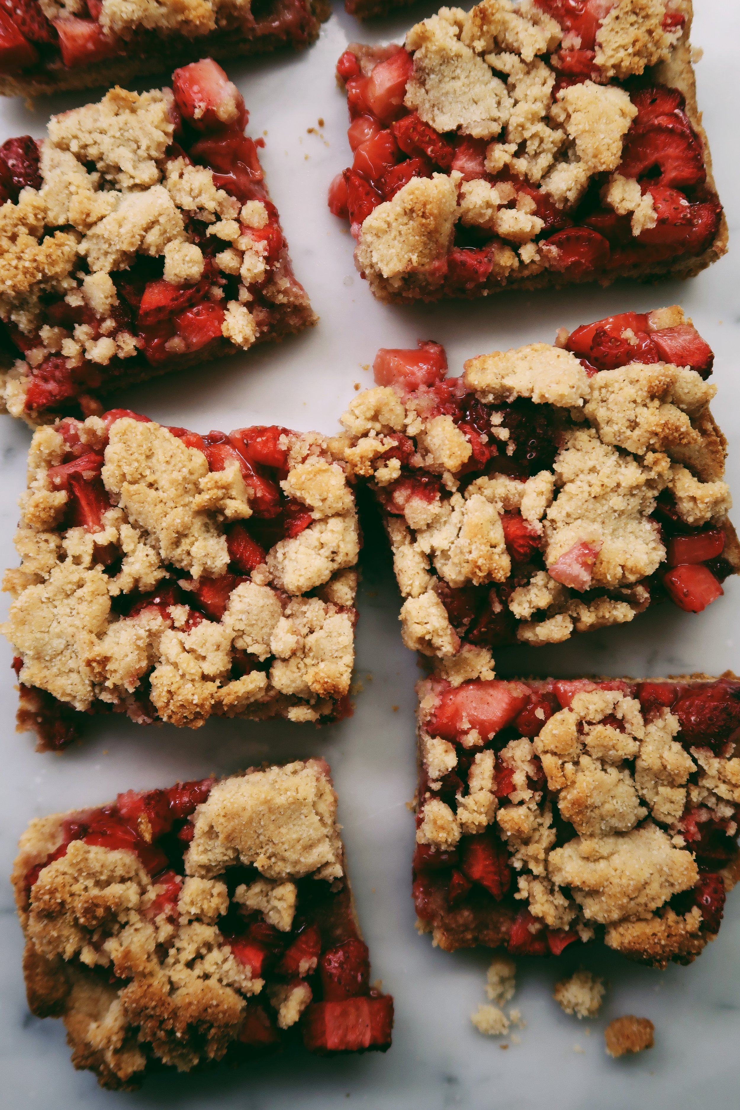 STRAWBERRY SHORTCAKE CRUMBLE BARS - INGREDIENTSTHE BARS:1 1/4 cups almond flour1 cup coconut flour3 tb almond butter (or nut butter of choice)1 tb cinnamon1/3 cup coconut oil, softened1/3 cup maple syrupTHE FILLING:3 1/2 cups roughly chopped strawberries1 tb arrowroot powder1.5 tb maple syrupolate
